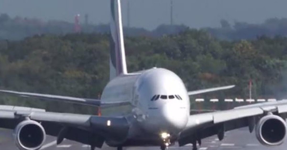 airline landing video